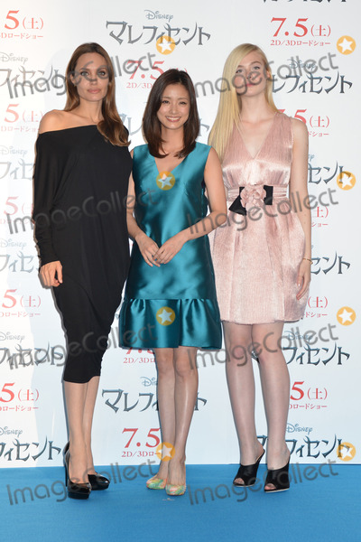 ANGELINA JOLIE Photo - Angelina Jolie Aya Ueto Elle Fanning  06242014 Maleficent Press Conference Photocall held at Grand Hyatt Tokyo in Tokyo Japan Photo by Kazumi Nakamoto  HollywoodNewsWirenet