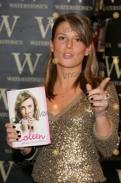 Coleen McLoughlin Photo - London UK   Coleen McLoughlin - partner of Manchester United and England football star Wayne Rooney -  signing copies of her new autobiography Welcome to my World at Waterstones Oxford Street 8th March 2007  Keith MayhewLandmark Media