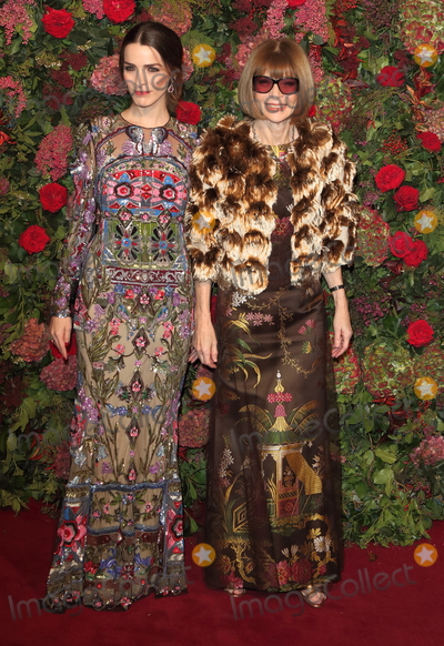 Anna Wintour Photo - London UK Anna Wintour and Bee Shaffer at Evening Standard Theatre Awards  2018 at the Theatre Royal Drury Lane London on Sunday 18 November 2018Ref LMK73-J2977-191118Keith MayhewLandmark MediaWWWLMKMEDIACOM