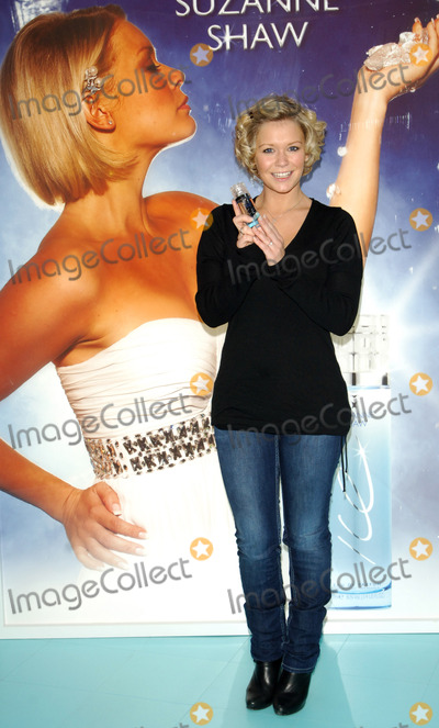 HearSay Photo - Kent UK Suzanne Shaw (former HearSay singer and Dancing on Ice winner) poses at photocall for launch of her first fragrance Ice at the Bluewater Shopping Centre Greenhithe in Kent21st November 2008Chris JosephLandmark Media2008