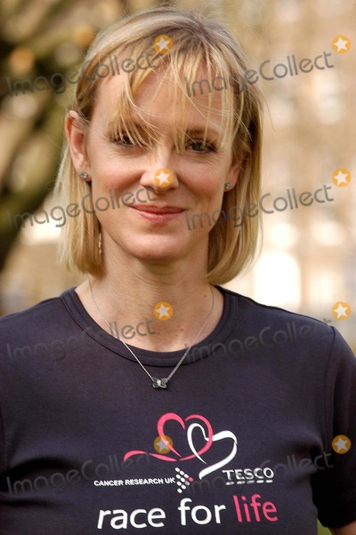 Hermione Norris Photo - London Hermione Norris launches the five km charity walk Race for life for Cancer Research Uk at Lincolns Inn Fields16 March 2005Ali KadinskyLandmark Media