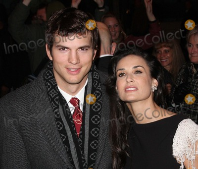 Demi Moore Photo - London UK Ashton Kutcher and Demi Moore at the  Charity Premiere of Flawless held at the Odeon Covent Garden London 26th November 2008Keith MayhewLandmark Media
