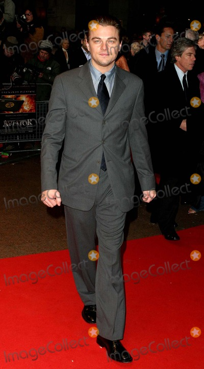 Howard Hughes Photo - London Leonardo DiCaprio (Howard Hughes in the new movie) at the European premiere of The Aviator at the Odeon Leicester Square19 December 2004Paulo PirezLandmark Media