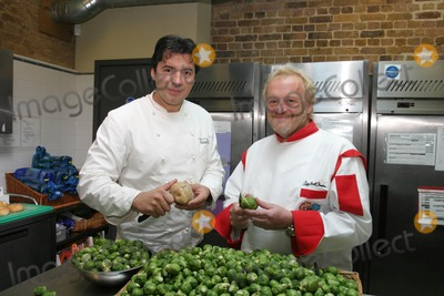 Jean-Christophe Novelli Photo - London  Chefs Anthony Worrall-Thompson and Jean Christophe Novelli help launch the Crisis Charity Crisis Christmas Cooks event at the Skylight Cafe in the Crisis Headquarters Commercial Street  The campaign is trying to find 5000 volunteers including catering staff to help serve 1500 homeless visitors at centres around London over the festive period1 December 2006Art KarinaLandmark Media  Local Caption