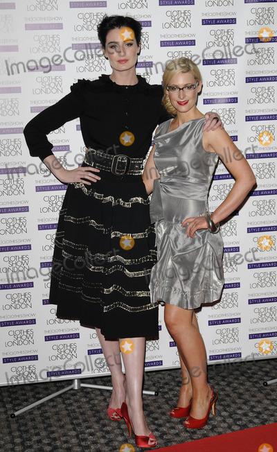 Nicky Hambleton-Jones Photo - London UK  Nicky Hambleton-Jones and Erin OConnor   at the Clothes Show London held at Excel Royal Victoria Dock29th  May 2009Can NguyenLandmark Media