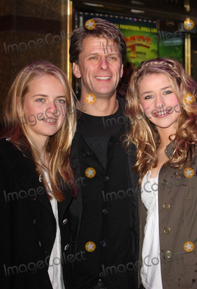 Andrew Castle Photo - London UK Andrew Castle and family at the Premiere of Madagascar Escape 2 Africa held  at the Empire in Leicester Square London 23rd November 2008Keith MayhewLandmark Media