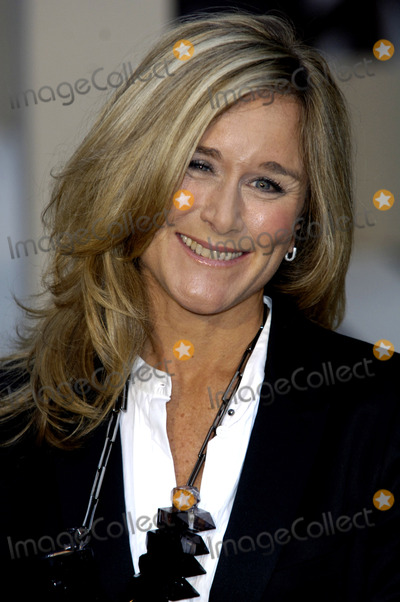 ANGELA AHRENDTS Photo - London UK Angela Ahrendts  at Burberry Closing Party for the 25th Anniversary London Fashion week AutumnWinter 2010 22nd September 2009Chris JosephLandmark Media