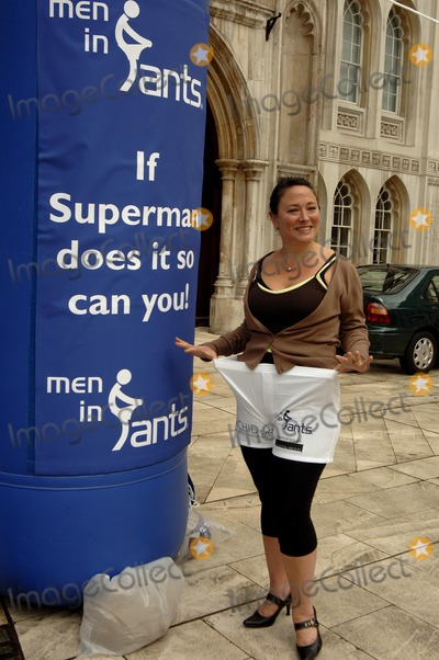 Arabella Weir Photo - London UK Arabella Weir takes part in launch of  male cancer charitys fundraising day Man in Pants at the Guildhall Yard 15th May 2007 Ali KadinskyLandmark Media