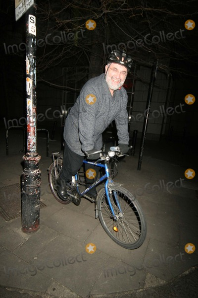 Alexis Sayle Photo - London Alexi Sayle cycling to the Ivy Restaurant 14 March 2005FlashburstLandmark Media