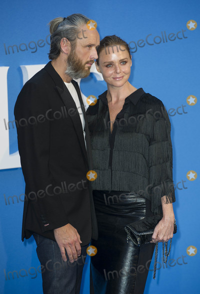 Alasdhair Willis Photo - London UK Stella McCartney and Alasdhair Willis at the World premiere of The Beatles Eight Days A Week - The Touring Years at Odeon Leicester Square on September 15 2016 in London EnglandRef LMK386-61058-160916Gary MitchellLandmark MediaWWWLMKMEDIACOM