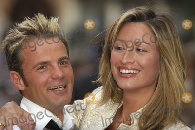 Rebecca Loos Photo - London UKCelebrity Love Island star Rebecca Loos with her friend at the premiere of  You Me  Dupree at the Odeon Leicester SquareLondonUK 22 August 2006Gio DAngelicoLandmark Media