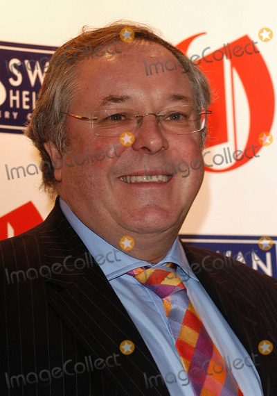 Richard Whiteley Photo - London Richard Whiteley joined Britains Oldest Superstars for the Oldie of the Year Awards 2005 at Simpsons-in-the Strand22 March 2005Ali KadinskyLANDMARK MEDIA