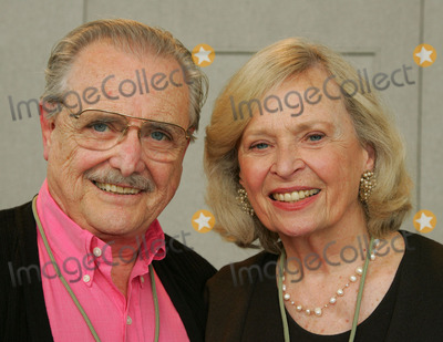 William Daniels Photo - Milton Keynes UK Actor William Daniels and his wife actress Bonnie Barlett They are the first married couple to win Emmys in the same year for their perfomances in the cult 80s medical drama St Elsewhere Here at the Collectormania show held at Middleton Hall 1st October 2006 Keith MayhewLandmark Media