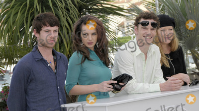 Andrea Arnold Photo - Cannes France Harry Treadaway Andrea Arnold Michael Fassbender and Kierston Wareing at the Fish Tank photocall at the Cannes Film Festival 13th May 2009SydLandmark Media