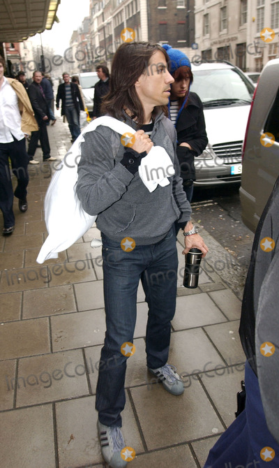Anthony Kiedis Photo - London UK Anthony Kiedis and his Girlfriend outside Claridges Hotel on their way to the Red Hot Chilli Peppers secret gig at the BBC15 April 2006Steve McGarryLandmark Media