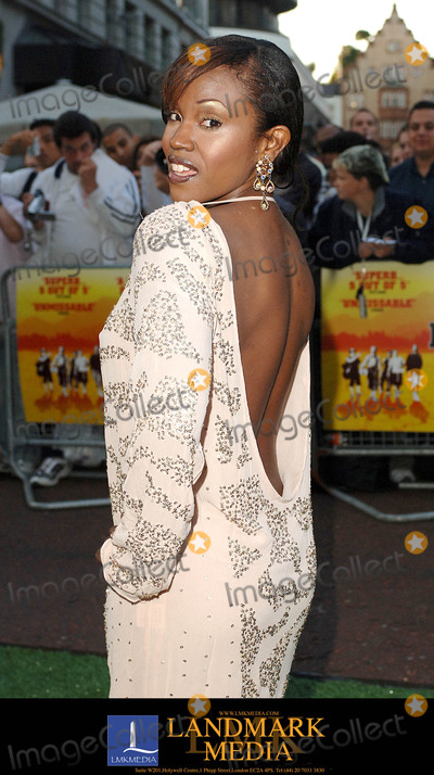 Kelle Bryan Photo - London UK Kelle Bryan  attending the World Charity Premiere of In The Hands Of The Gods held at Odeon West End in London 10th September 2007Eric BestLandmark Media