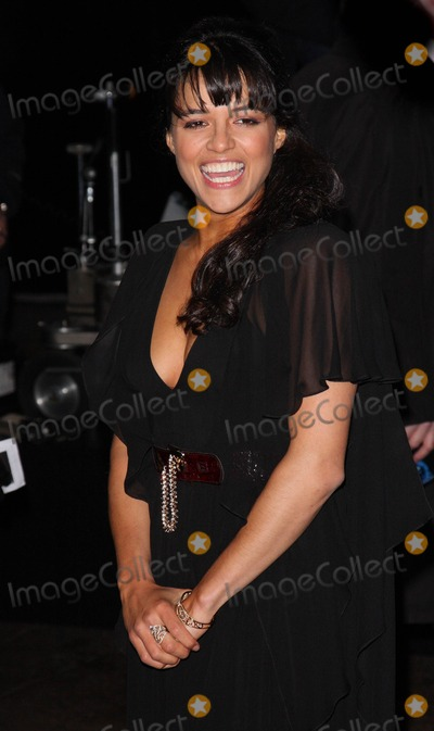 Michelle Rodriguez Photo - London UK  Michelle Rodriguez at the World Premiere of the film Avatar held at the Odeon Cinema Leicester Square 10 December 2009 Ref   Keith MayhewLandmark Media