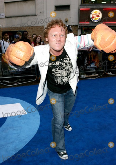 Avid Merrion Photo - London Avid Merrion (Leigh Francis) at the UK Premiere of  Fantastic Four at the Vue Cinema in Leicester Square18 July 2005Keith MayhewLandmark Media