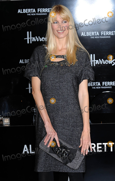 Alberta Ferretti Photo - London UK Claudia Schiffer at Harrods to celebrate the launch of Alberta Ferrettis first signature fragrance - Alberta Ferretti London 4th November 2009Eric BestLandmark Media