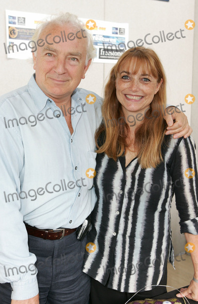 Paul Freeman Photo - Milton Keynes UK Paul Freeman and Karen Allen - Harrison Fords co stars in Raiders of the Lost Ark were two of many guests from blockbuster TV series and movies to appear at the Collectormania event Middleton Hall Milton Keynes September 30th - October 2nd 2005Keith MayhewLandmark Media