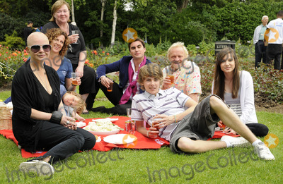 Anthony Worrall-Thompson Photo - LondonUK Gail Porter Sally Gunnell Thomas Law Anthony Worral Thompson and Madeline Duggan at the National Family Week Launch VIP Picnic held at Regents Park in London 25th May 2009 Can NguyenLandmark Media