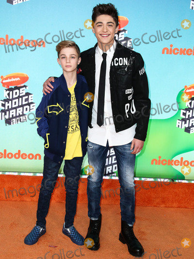 Avi Angel Photo - LOS ANGELES CA USA - MARCH 23 Avi Angel and Asher Angel arrive at Nickelodeons 2019 Kids Choice Awards held at the USC Galen Center on March 23 2019 in Los Angeles California United States (Photo by Xavier CollinImage Press Agency)