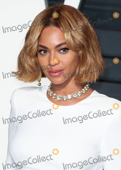 Graydon Carter Photo - (FILE) Beyonces Netflix Deal Reportedly Worth 60 Million BEVERLY HILLS LOS ANGELES CA USA - FEBRUARY 22 Singer Beyonce wearing a Stella McCartney dress Giusuppe Zanotti shoes Marni clutch Lorraine Schwartz jewels and JMendel fur arrives at the 2015 Vanity Fair Oscar Party hosted by Graydon Carter held at the Wallis Annenberg Center for the Performing Arts on February 22 2015 in Beverly Hills Los Angeles California United States (Photo by Xavier CollinImage Press Agency)