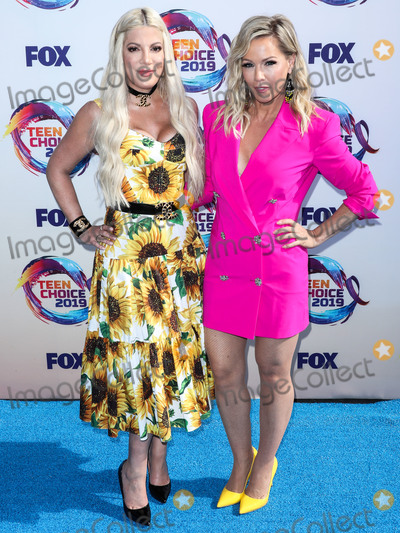 Jenny Garth Photo - HERMOSA BEACH LOS ANGELES CALIFORNIA USA - AUGUST 11 Tori Spelling and Jennie Garth arrive at FOXs Teen Choice Awards 2019 held at the Hermosa Beach Pier Plaza on August 11 2019 in Hermosa Beach Los Angeles California United States (Photo by Xavier CollinImage Press Agency)