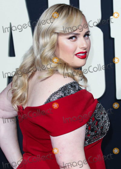 Badgley  Mischka Photo - HOLLYWOOD LOS ANGELES CALIFORNIA USA - OCTOBER 15 Actress Rebel Wilson wearing a Badgley Mischka dress arrives at the Premiere Of Fox Searchlights Jojo Rabbit held at the Hollywood American Legion Post 43 on October 15 2019 in Hollywood Los Angeles California United States (Photo by David AcostaImage Press Agency)
