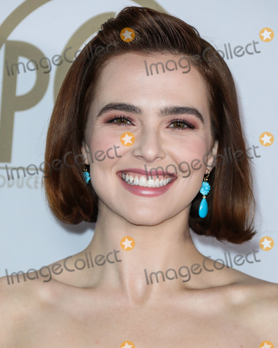 Zoey Deutch Photo - HOLLYWOOD LOS ANGELES CALIFORNIA USA - JANUARY 18 Actress Zoey Deutch wearing an Oscar de la Renta gown Irene Neuwirth earrings and Christian Louboutin heels arrives at the 31st Annual Producers Guild Awards held at the Hollywood Palladium on January 18 2020 in Hollywood Los Angeles California United States (Photo by Xavier CollinImage Press Agency)