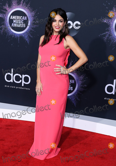 Jenna Dewan Photo - LOS ANGELES CALIFORNIA USA - NOVEMBER 24 Actress Jenna Dewan wearing an Emporio Armani gown Stuart Weitzman shoes and Lorraine Schwartz jewelry arrives at the 2019 American Music Awards held at Microsoft Theatre LA Live on November 24 2019 in Los Angeles California United States (Photo by Xavier CollinImage Press Agency)