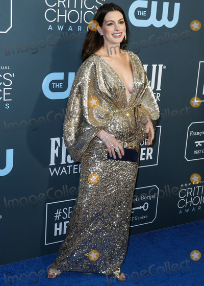 Ann Hathaway Photo - SANTA MONICA LOS ANGELES CALIFORNIA USA - JANUARY 12 Actress Anne Hathaway wearing Versace with Alexandre Birman shoes Messika jewelry and a Judith Leiber bag arrives at the 25th Annual Critics Choice Awards held at the Barker Hangar on January 12 2020 in Santa Monica Los Angeles California United States (Photo by Xavier CollinImage Press Agency)