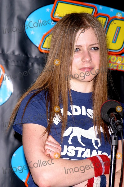 Avril Lavigne Photo - Sd12122002 Z100s Jingle Ball 2002 at Madison Square Garden NYC Photo by John BarrettGlobe Photos Inc 2002 Avril Lavigne