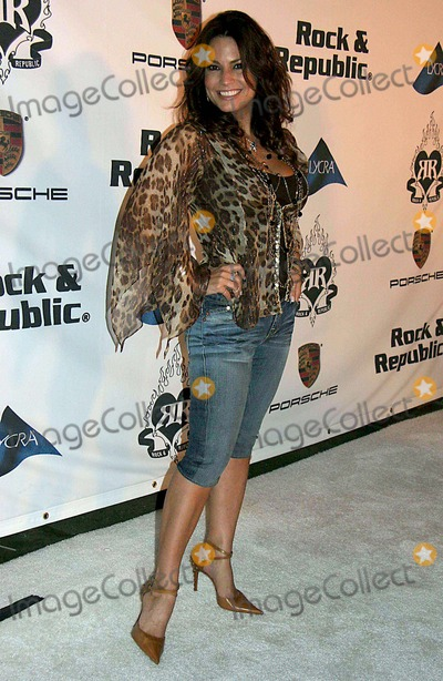 Andrea Bernholtz Photo - Rock  Republic Love Rocks Fashion Show Spring 2006 Collection - Arrivals Sony Pictures Studios Culver City CA 10-19-2005 Photo Clintonhwallace-photomundo-Globe Photos Inc Andrea Bernholtz - Rock  Republic Co-founder Martina Mcbride