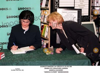 Monica Lewinsky Photo - 0399 Cheapsidelondon Monica Lewinsky monicas Story Booksigning