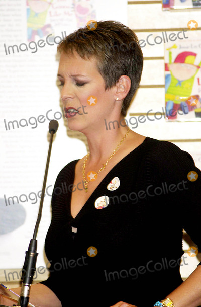 Jamie Lee Photo - Sd091702 Bookstore Appearence by Jamie Lee Curtis For Her New Book im Gonna Like ME Barnes  Noble NYC Jamie Lee Curtis Photo by John Krondes Globe Photosinc
