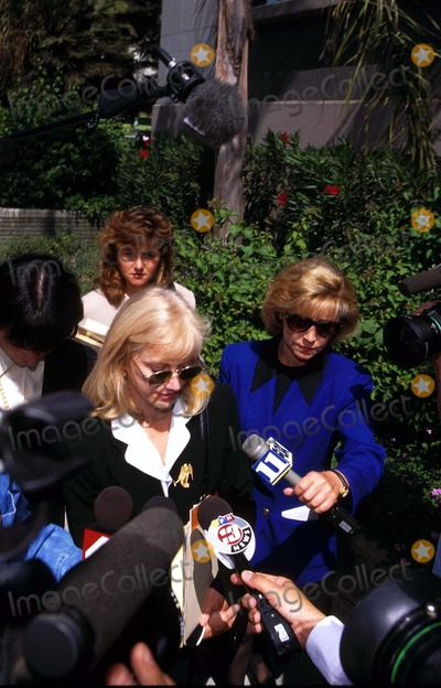 Sondra Locke Photo - Peggy Garrity (Sondra Locke Vs Clint Eastwood Trial in Burbank CA Sondra Locke (Blonde)  Her Lawyer) Photo Fitzroy BarrettGlobe Photos Inc