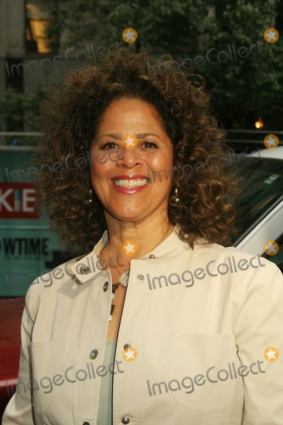 Anna  DEAVERE Smith Photo - World Premiere of Showtimes New Series Nurse Jackie at Directors Guild Theatre New York City 06-02-2009 Photo by Mitchell Levy-rangefinder-Globe Photos Inc Anna Deavere Smith