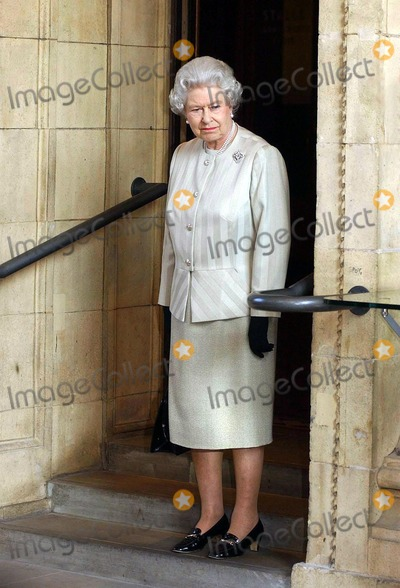 Albert Hall Photo - A14640NO UK RIGHTS UNTIL 30042004054522 03302004The Queen during a visit to the Royal Albert Hall in London marking the end of an 8 year restoration program The overhaul of one of Londons best known landmarks has cost 70 million and includes two new foyers revamped seating in the stalls and circle as well as better access for disabled patrons