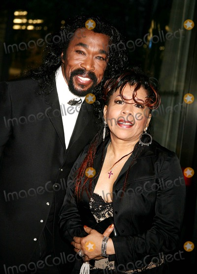 Ashford  Simpson Photo - the Museum of Modern Art Honors Joan Tisch and Sarah Jessica Parker at the 38th Annual Party in the Garden-outside Arrivals Moma  New York City 06-06-2006 Photo by Sonia Moskowitz-Globe Photosinc Ashford_simpson