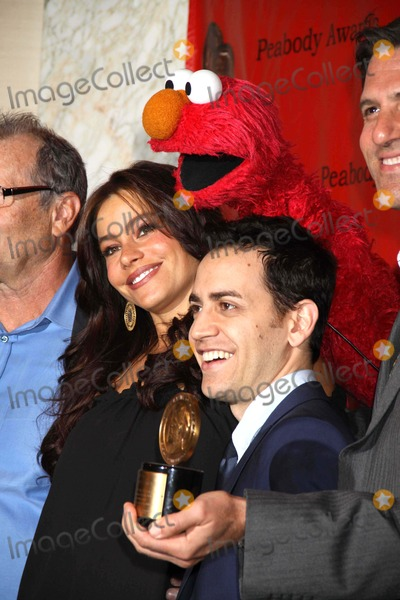 Elmo Photo - Ed Oneill Sofia Vergara and the Cast of Modern Family and Elmo at 69th Annual Peabody Awards at Waldorf Astoria Hotel 05-17-2010 Photo by John BarrettGlobe Photos Inc2010