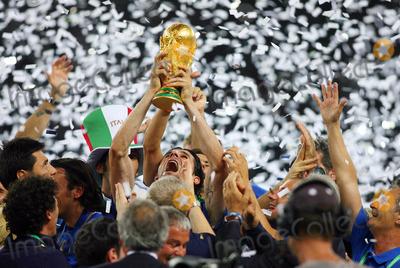 Andrea Pirlo Photo - Andrea Pirlo Lifts World Cup  Italy V France Andrea Pirlo Italy V France Olympic Stadium Berlin Germany 07-09-2006 K48556 Photo by Allstar-Globe Photos