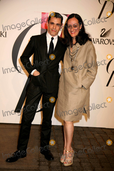 Ruben Toledo Photo - The 2008 Cfda Fashion Awards the New York Public Library NYC June 2 08 Photos by Sonia Moskowitz Globe Photos Inc 2008 Isabel Toledo and Ruben Toledo Photo by Sonia Moskowitz-Globe Photos