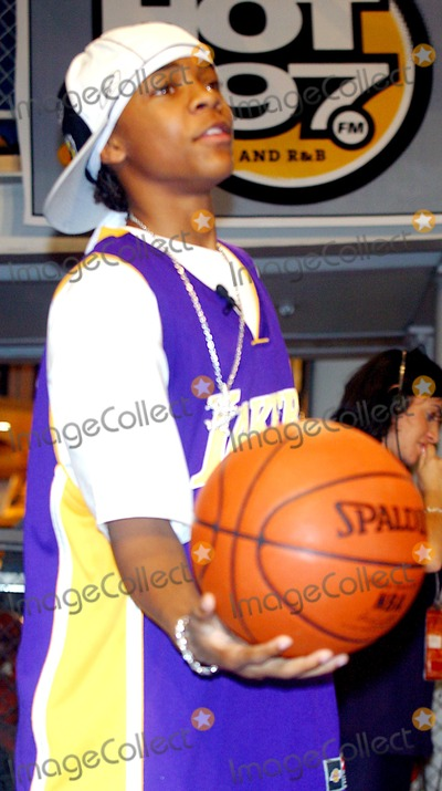 Lil Bow Wow Photo - Sd0620 Lil Bow Wow- Star of Upcoming 20th Century Fox Film Like Mike to Visit Nba Store on Fifth Ave to Discuss His New Movie Which Opens July 3 Nba Store in New York City Photo Byjohn BarrettGlobe Photos Inc