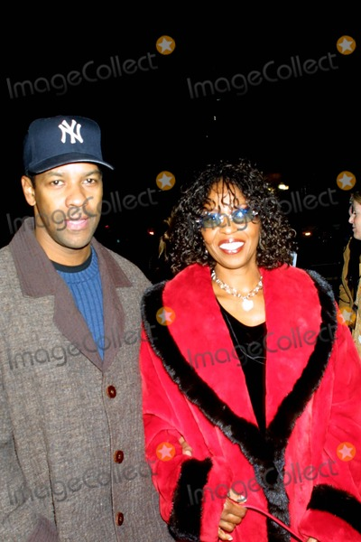 Antwone Fisher Photo - Industry Screening of - Antwone Fisher - Academy of Motion Picture Arts  Sciences Beverly Hills CA 12192002 Photo by Ed GelleregiGlobe Photos Inc 2002 Denzel Washington and Wife Pauletta