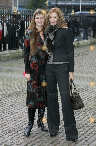 Trinny Susannah Photo - womans Own Children of Courage 2004 Westminster Abbeylondon 12-15-2004 Mark Chilton-globelinkukcom-Globe Photoinc Trinny Woodall  Susannah Constantine
