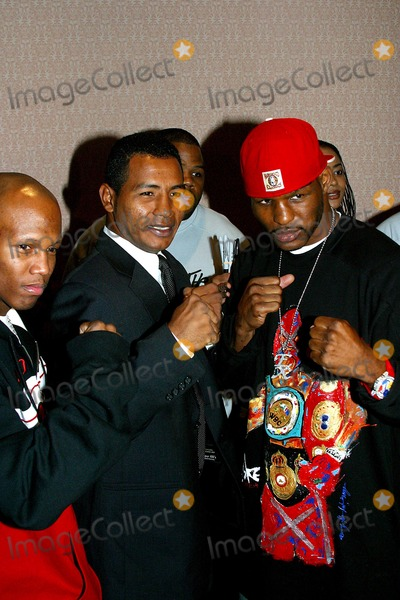Ricardo Mayorga Photo - K33375RMDON KINGS PRESS CONFERENCE TO ANNOUNCE THE LINE-UP FOR HIS UP COMING BOXING EVENT BACK-TO-BACK-TO-BACKWHICH WILL TAKE PLACE ON DECEMBER 13 IN ATLANTIC CITY NEW JERSEY NEW YORK CITYPHOTO RICK MACKLER  RANGEFINDERS  GLOBE PHOTOS INC  2003RICARDO MAYORGA AND BERNARD HOPKINS