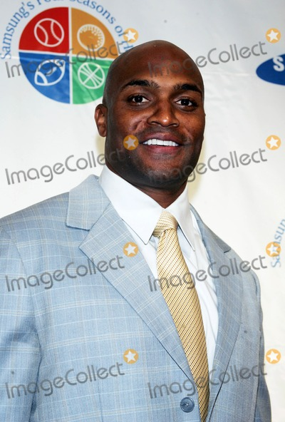 Amani Toomer Photo - Amani Toomer Arrives For Samsungs 8th Annual Four Seasons of Hope Gala at Cipriani Wall Street in New York on June 16 2009 Photo by Sharon NeetlesGlobe Photos Inc