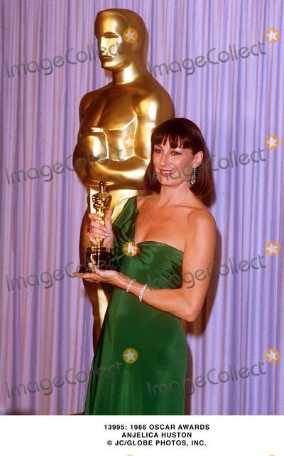 Anjelica Huston Photo -  1986 Oscar Awards Anjelica Huston JcGlobe Photos Inc