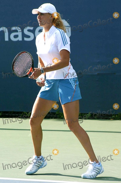Alicia Molik Photo - 2005 Us Open Day 4 at the Usta Tennis Center Flushing Meadows New York City 09-01-2005 Photo by John Zissel-ipol-Globe Photosinc Alicia Molik